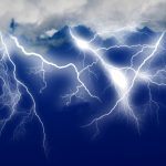 雷の音の仕組みや距離の測り方を解説!人に落ちる確率はどのくらい?