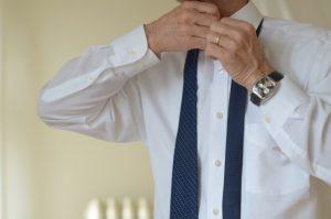 ワイシャツの襟の黄ばみを落とす方法3選!予防法やおススメの洗剤は?