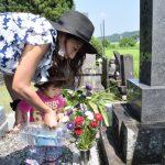 お墓参りのマナーまとめ!花・お供え・線香・水のかけ方などをおさらい!